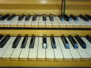 Konsmo kirke, orgeltangenter
